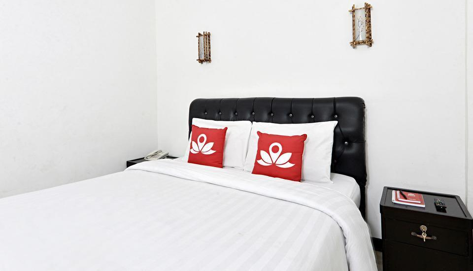 ZenRooms Cibogo Megamendung Puncak - Tempat Tidur Double