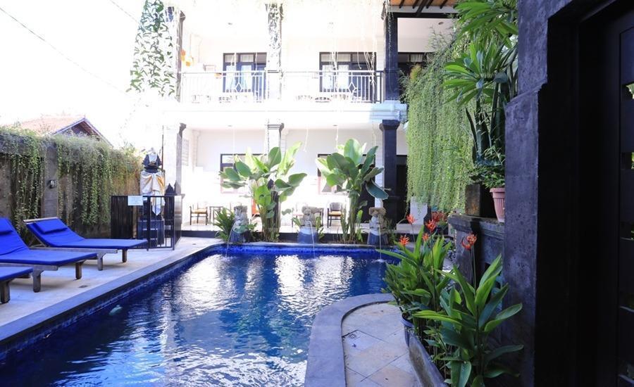 RedDoorz @Kubu Anyar Kuta Bali - Kolam Renang