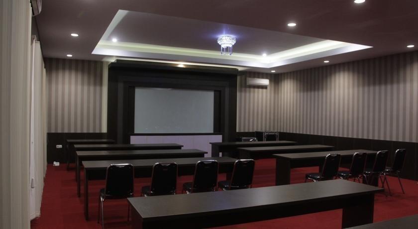 Sapadia Hotel Cirebon - Ruang Rapat