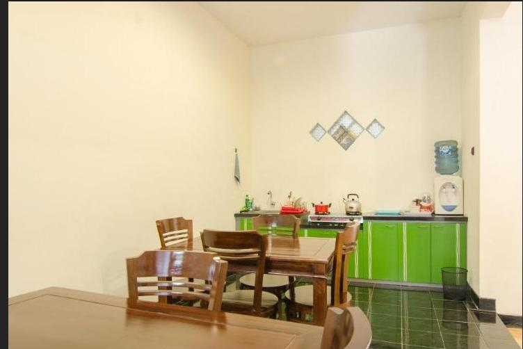 Shakila Guest House Malang - Ruang makan