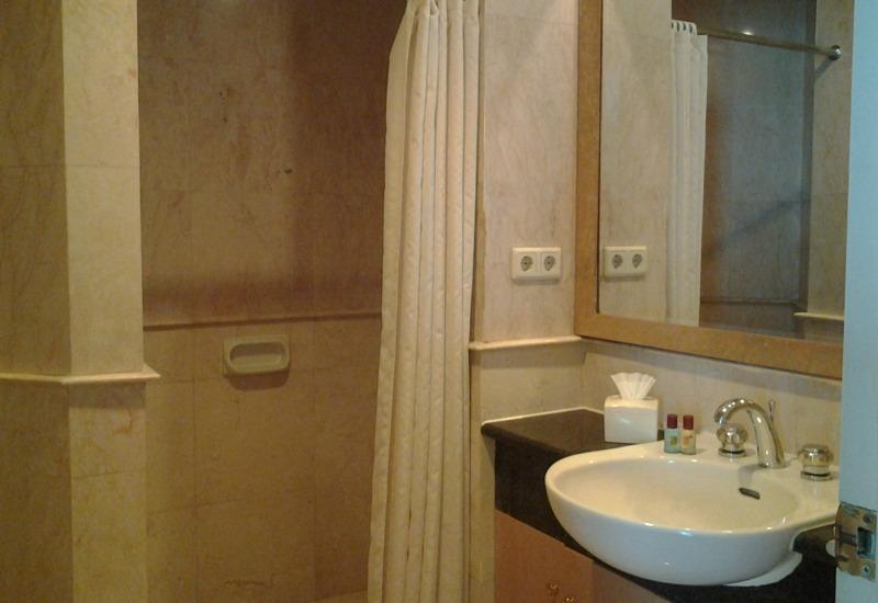 Batavia Apartment, Hotel & Serviced Residence Jakarta - Kamar mandi
