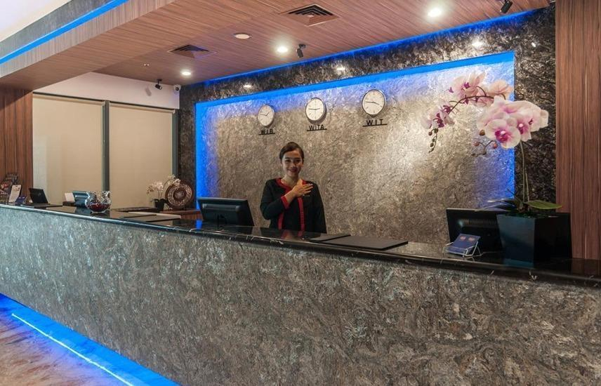 Arthama Hotels Losari Makassar - Reception