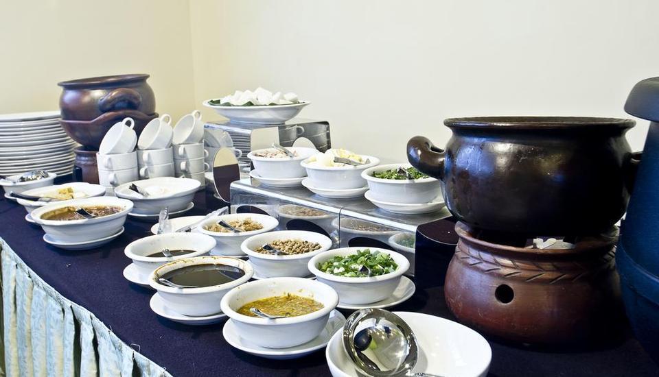Green Batara Hotel Bandung - Buffet Breakfast