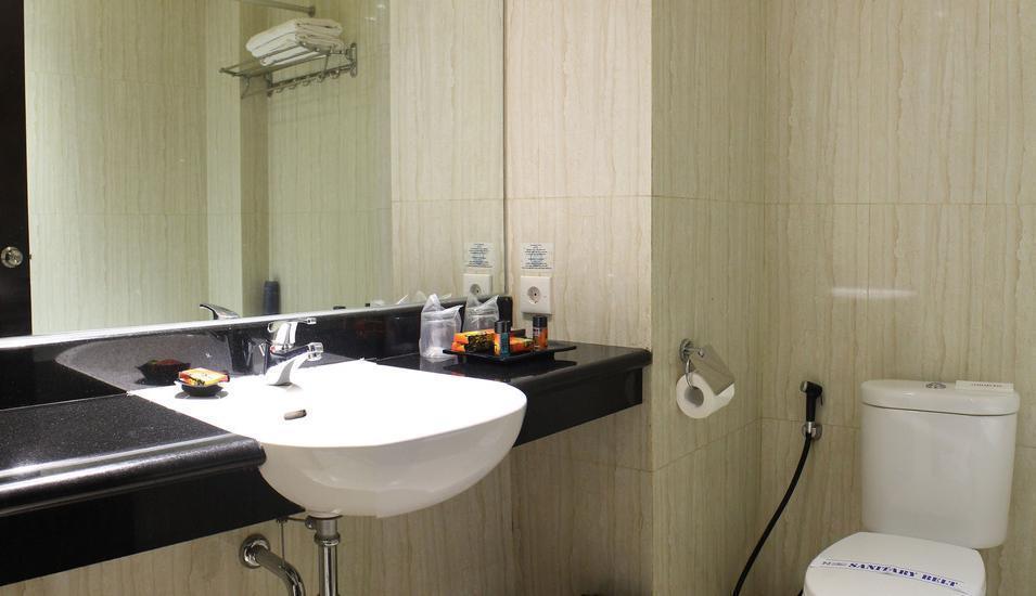 Hotel Narita  Tangerang - TOILET ROOM