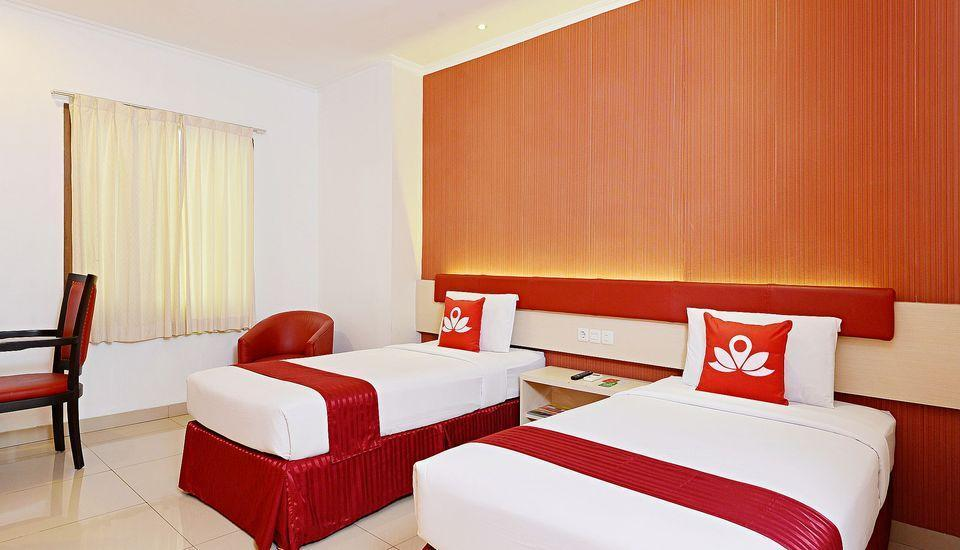 ZenRooms Pasteur Babakan Jeruk - Double Room (Breakfast Included) Regular Plan