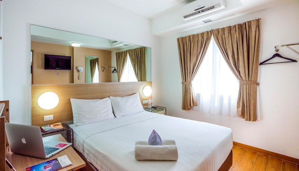 Red Planet Surabaya - Double Room with Breakfast Regular Plan