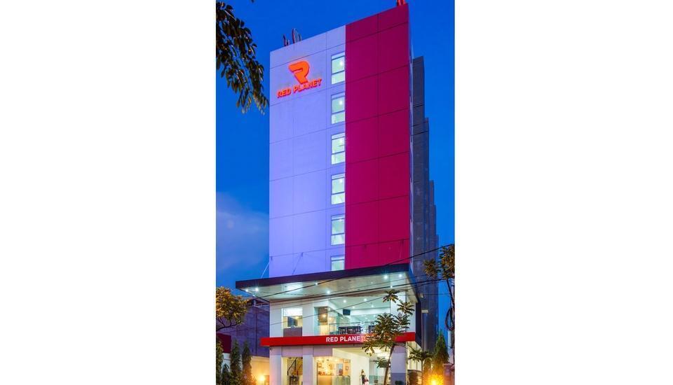 Red Planet Surabaya - Eksterior