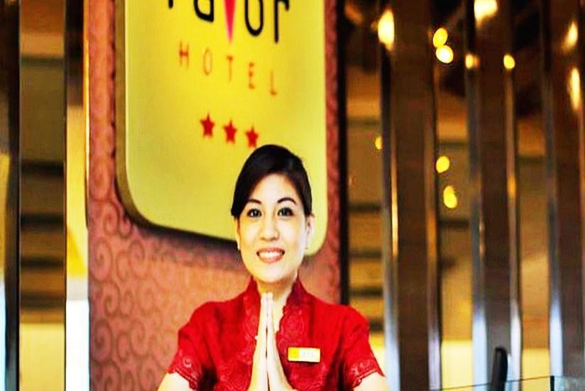 Favor Hotel Makassar - Resepsionis