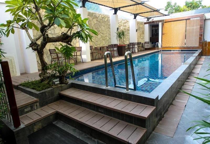 Favor Hotel Makassar - Pool