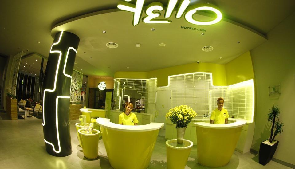 Yello Hotel Jemursari - Resepsionis