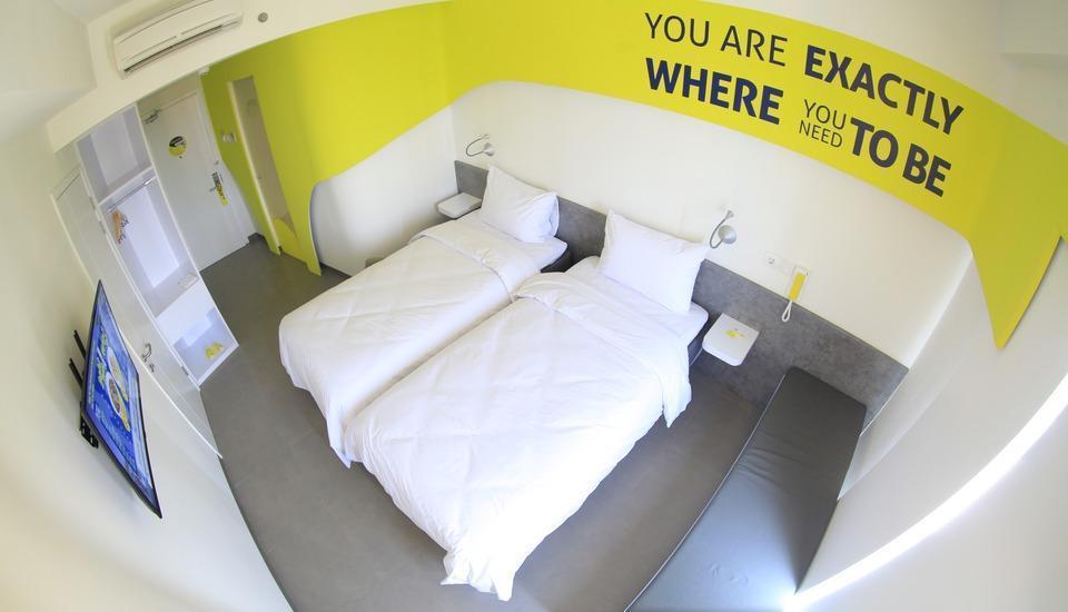 Yello Hotel Jemursari - Standard Room Only Great Sale Regular Plan