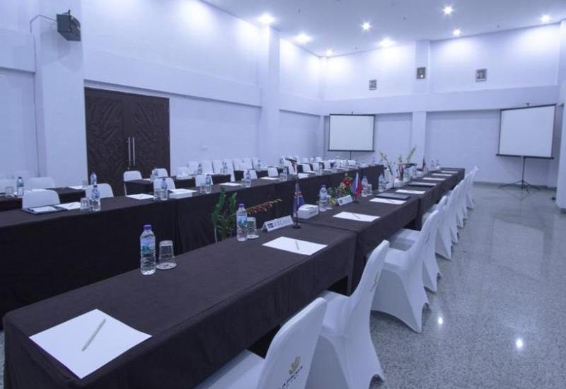 Laprima Hotel Flores - Meeting Room