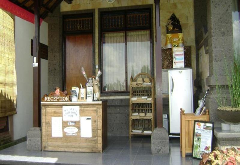 Kunang Kunang Guest House Bali - Resepsionis