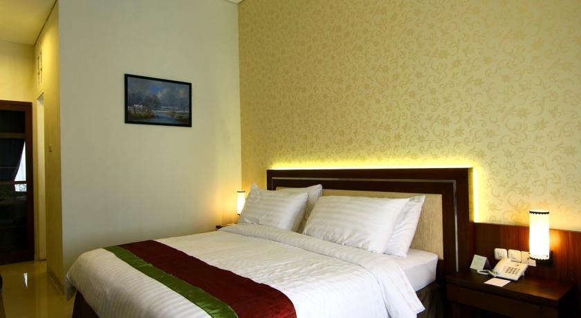 Gambir Anom Hotel & Villa  Solo - Kamar Tidur