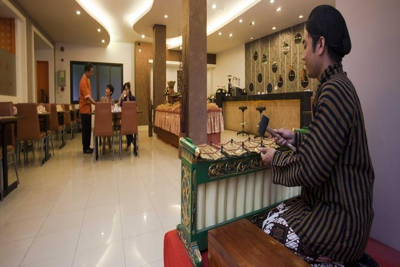 Hotel Jentra Malioboro - Musik tradisional