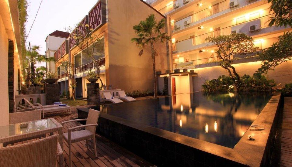 Transera Kamini Legian Hotel Bali - Swimming Pool