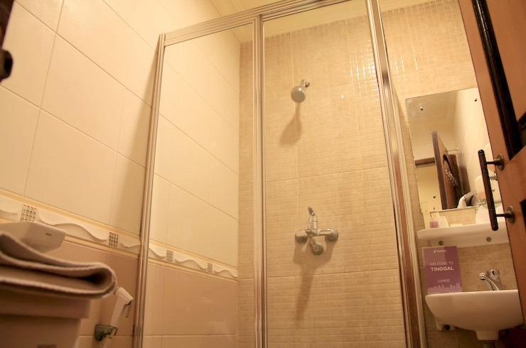 Tinggal Standard at Jalan Mangga Besar VIII Jakarta - Kamar mandi
