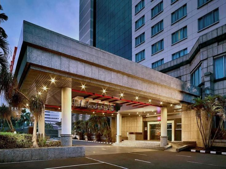 ibis Slipi Jakarta - Hotel Front