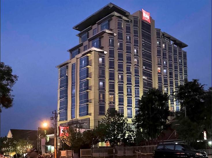 ibis Semarang Simpang Lima - Hotel Front