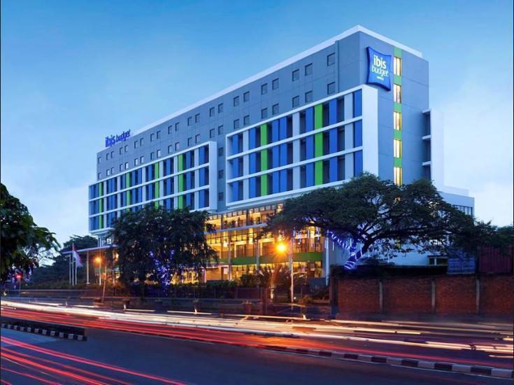 Ibis Budget Daan Mogot Jakarta - Hotel Front - Evening/Night