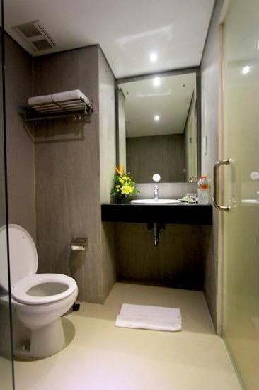 Hotel Dafam Fortuna Seturan - Bathroom