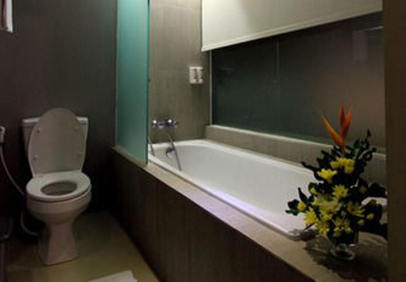 Hotel Dafam Fortuna Seturan - Deep Soaking Bathtub