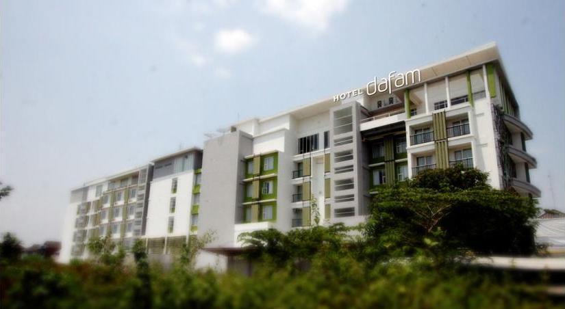 Hotel Dafam Fortuna Seturan - Hotel Entrance