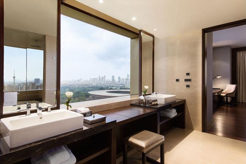 Fairmont Hotel Jakarta - Bathroom