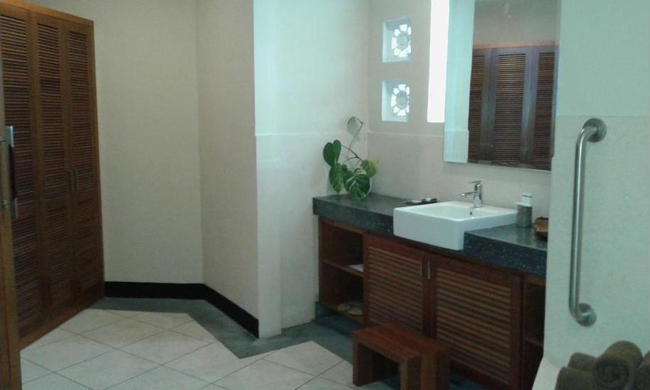 Gajah Biru Bungalows Bali - Bathroom Sink