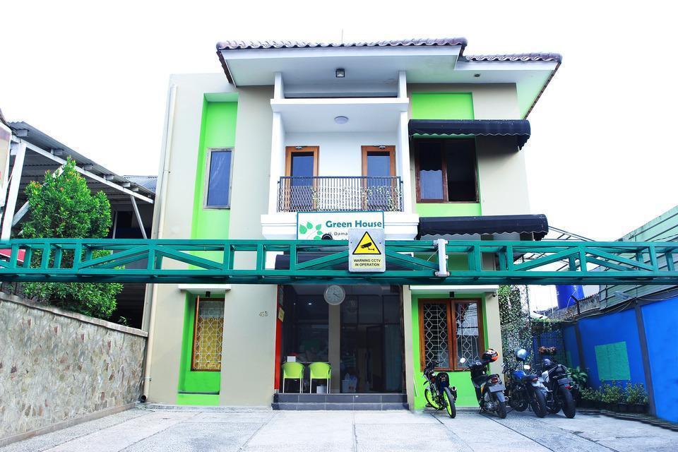 OYO 124 Green House Jakarta - Facade