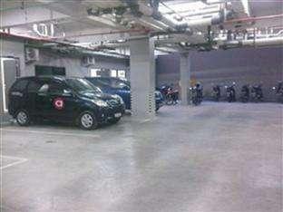 Amaris Panakkukang - Tempat parkir