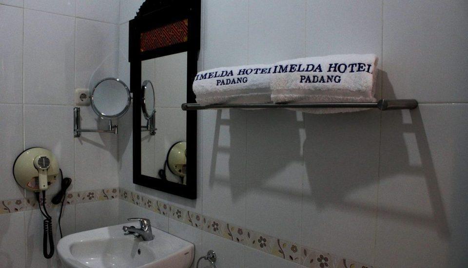 Imelda Hotel Padang - Kamar mandi