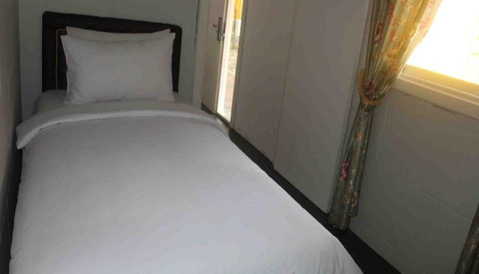 Imelda Hotel Padang - Caravan Kamar Tidur