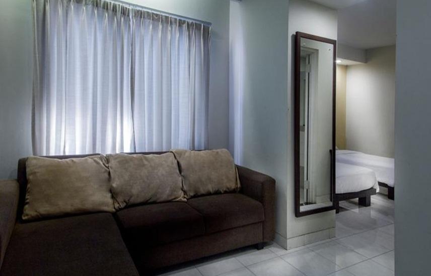 Hotel Quirin Semarang - Ruang tamu