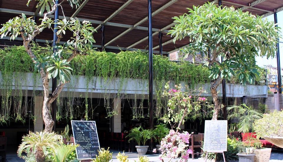 Oasis Kuta Bali - Sekeliling