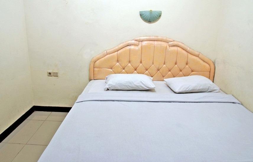 RedDoorz @Galaxy Permai Surabaya - RedDoorz Room Regular Plan