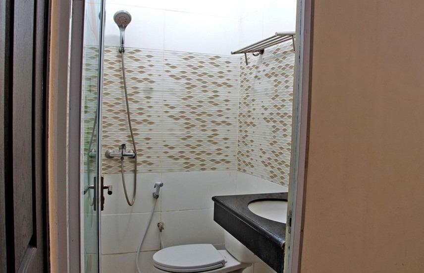 RedDoorz @Galaxy Permai Surabaya - Kamar mandi
