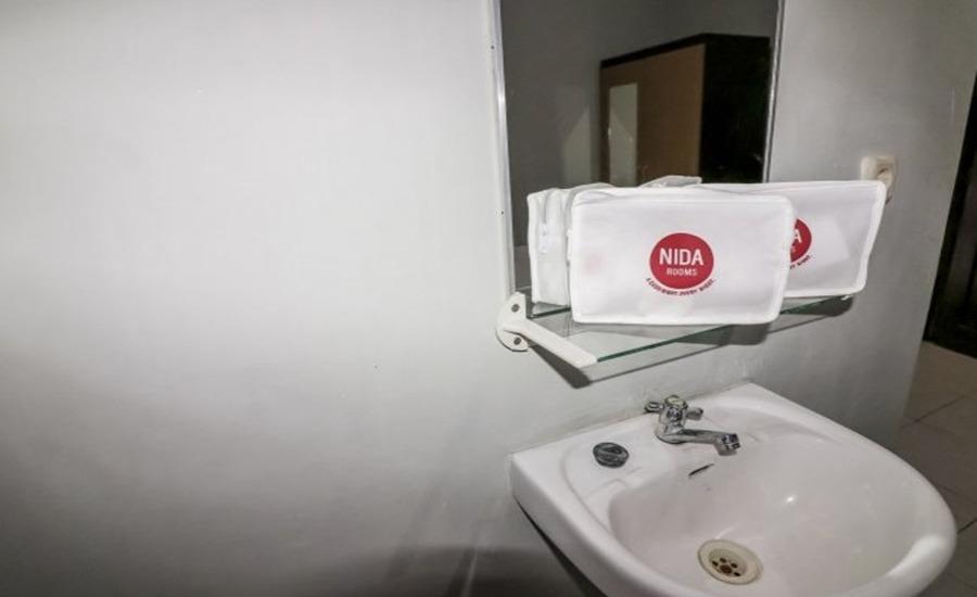 NIDA Rooms Tata Bumi Godean - Kamar mandi