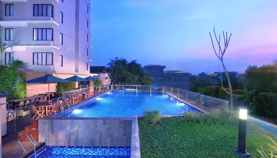 Neo+ Awana Yogyakarta - Pool