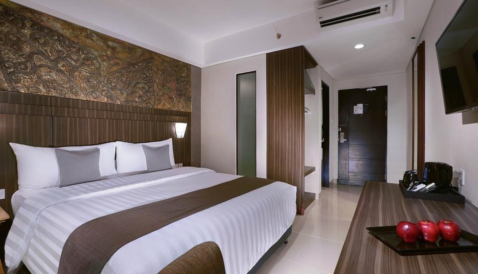 Neo+ Awana Yogyakarta - Standard Room with Breakfast Regular Plan