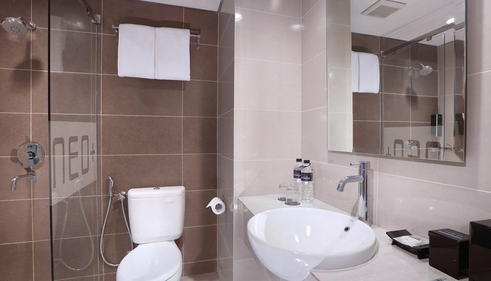 Neo+ Awana Yogyakarta - Bathroom