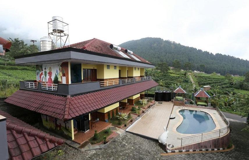 Villa Panderman Indah Malang - Exterior