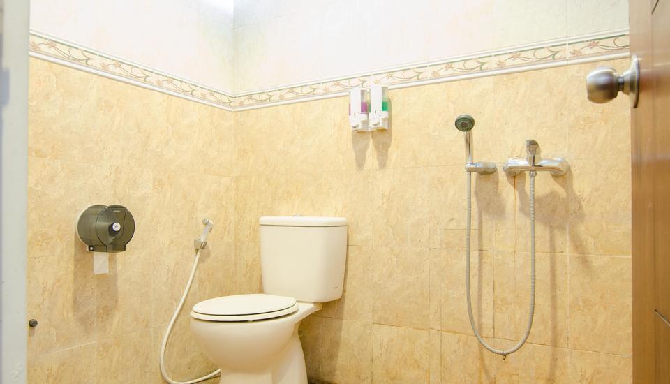 The Batu Villas Malang - shared bathroom
