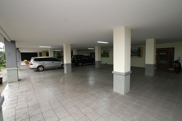 Safin Residence Jakarta - Area Parkir