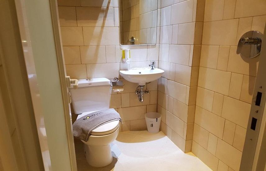 Bold Hotel Jakarta Jakarta - Bathroom