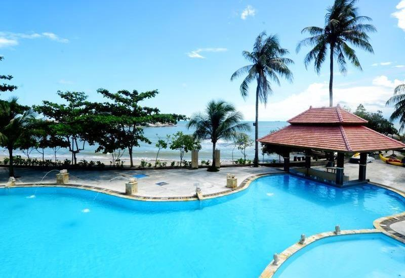 Amaris Hotel Gorontalo - swimingpool