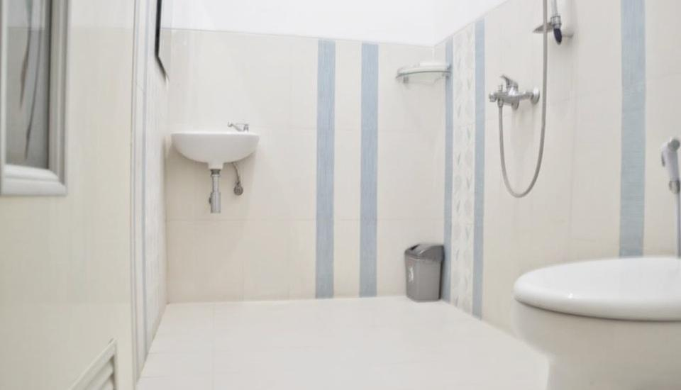 Hotel Ratna Tuban Tuban - Bathroom