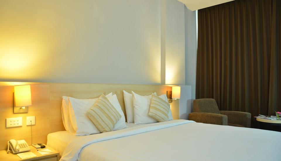 Grand Cakra Hotel Malang - Deluxe King Regular Plan