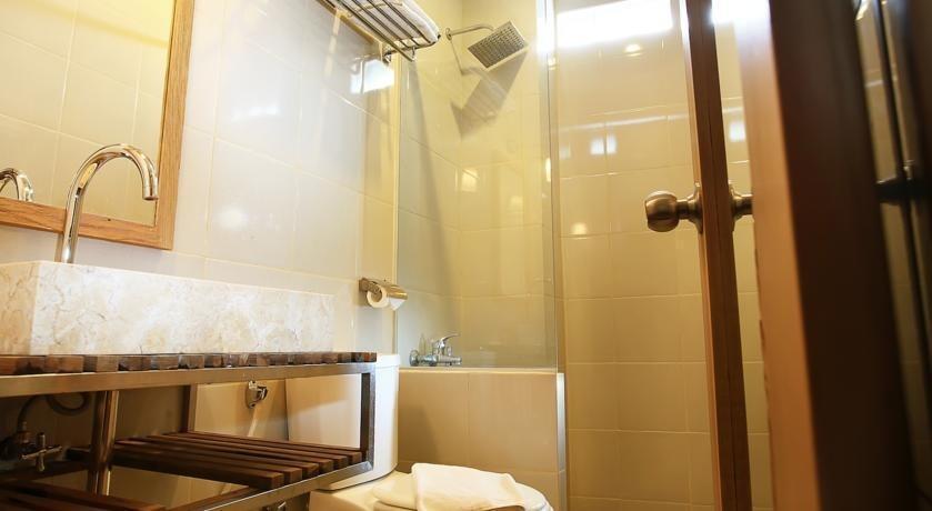 Hotel Mawar Asri Yogyakarta - Kamar mandi