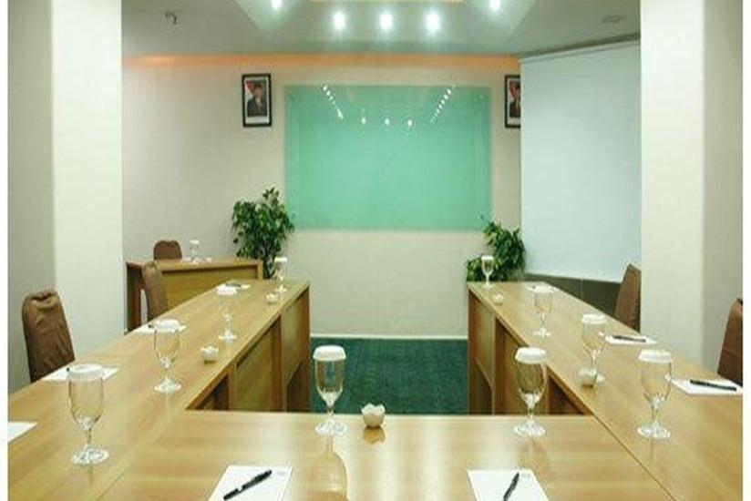 Takes Mansion Hotel Jakarta - Meeting Room